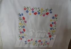 Mitteldecke gestickt: Blumen